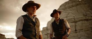 Le Colonel Woodrow Dolarhyde (Harrison Ford) au côté de Jake Lonergan (Daniel Craig) dans Cowboys & envahisseurs