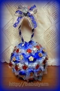 Новогодние шары из конфет своими руками 51