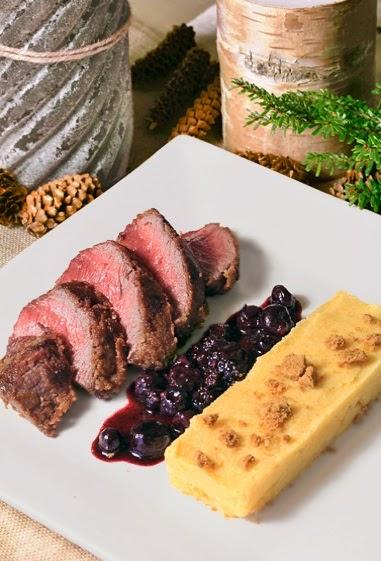 On dine chez nanou pav s de biche croustillants aux sp culoos sauce aux myrtilles cras e de - Marinade pour gibier ...