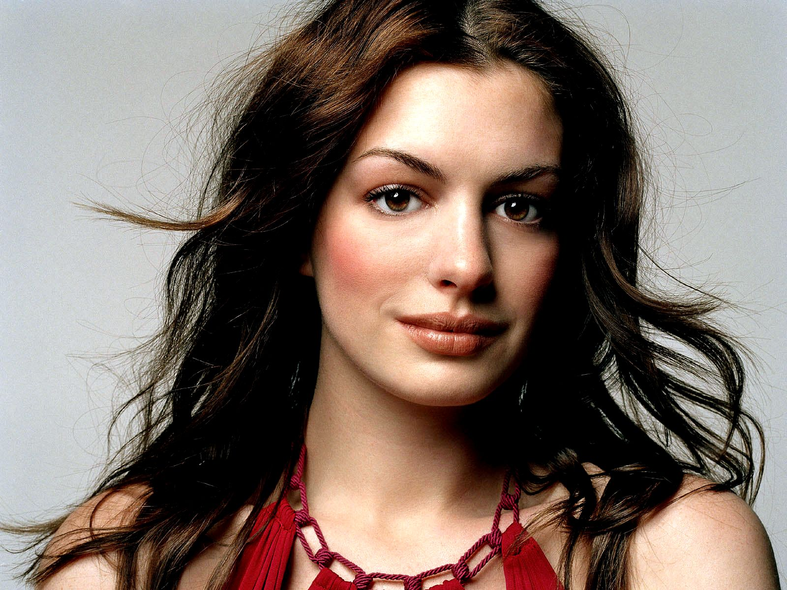 http://2.bp.blogspot.com/-sDHExfPHsJo/UOVAP3mQRgI/AAAAAAAAZ0A/jI8KoOqKF4w/s1600/1101-celebrity_anne_hathaway_wallpaper.jpg