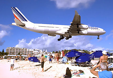 7 airport which is very dangerous in the world - Princess Juliana International Airport (Saint Martin)