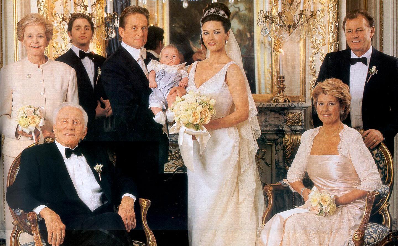 http://2.bp.blogspot.com/-sE-Obh4wN0k/T8_4-4H7lZI/AAAAAAAABQU/wu-w2O72uEQ/s1600/catherine-zeta-and-michael-douglas-family-wedding-pic.jpg
