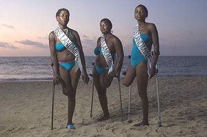 """Kontes Pemilihan """"Miss"""" Terunik di Dunia: Miss Landmine"""