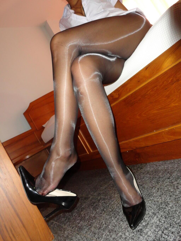 Фото ножки в чулках 26 фотография