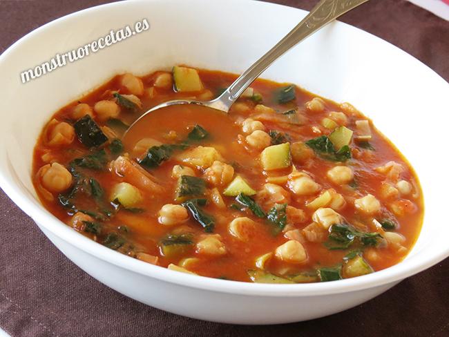 Sopa de tomate con garbanzos
