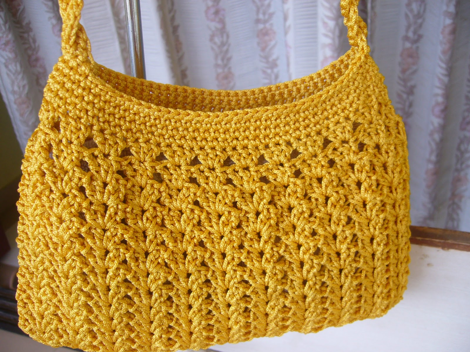 How To Crochet A Purse : Crochetkari: Golden yellow crochet purse
