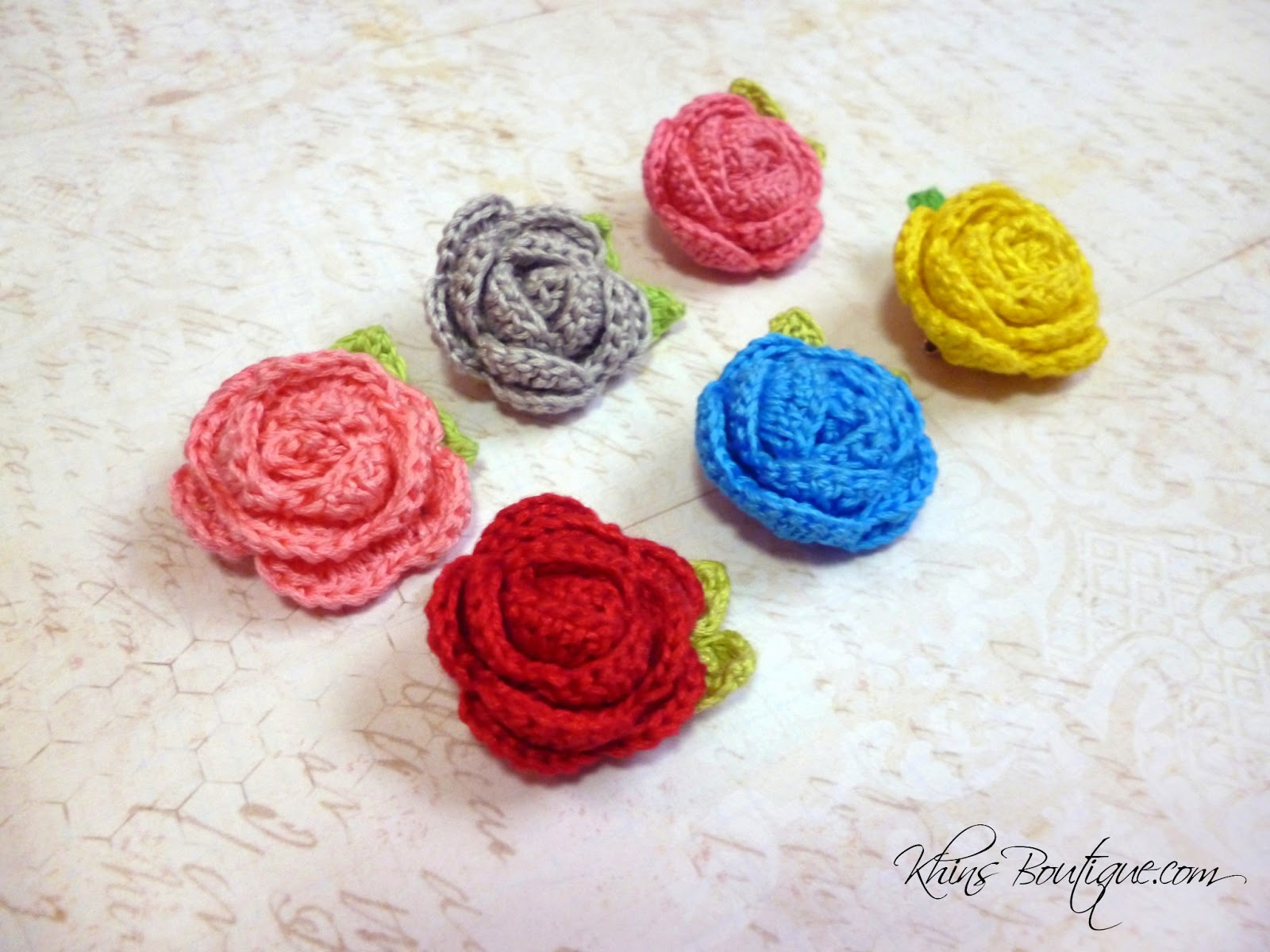 KhinsBoutique: Tiny Crochet Rose Brooches