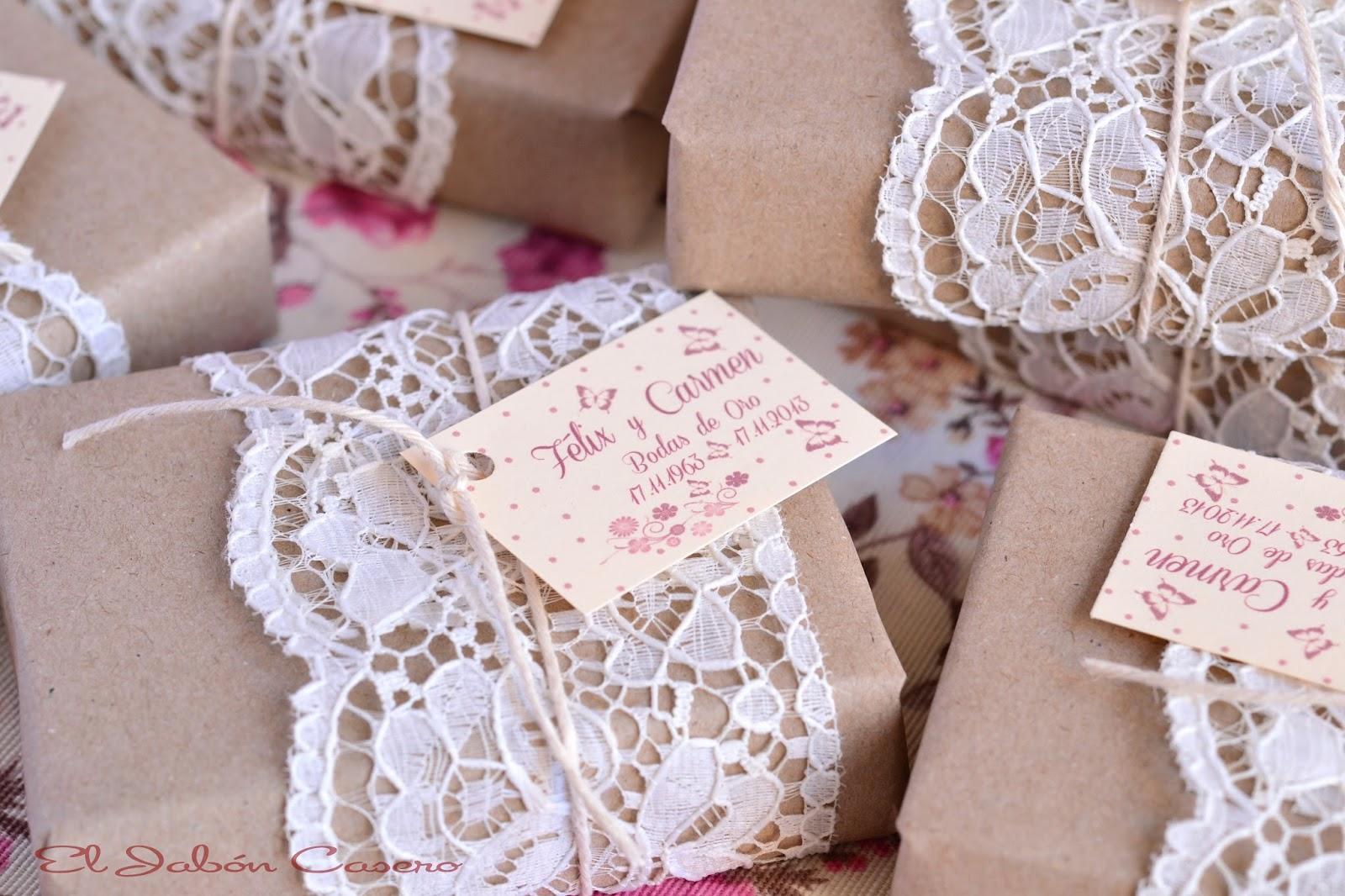 Detalles de bodas jabones personalizados encajes