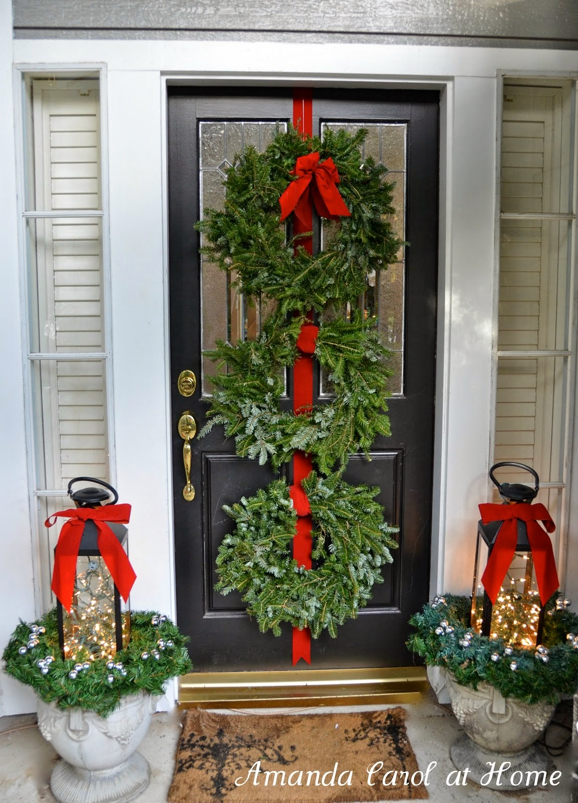 7 front porch decorating ideas pictures for your home for Decorating a small front porch for christmas