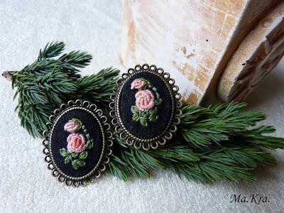biżuteria haftowana, broszka, pierścionek