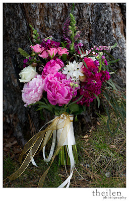 Fuchsia bridal bouquet l Wanda's Flower Shop l Theilen Photo l Take the Cake Event Planning