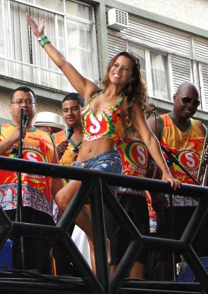 Renata Santos em Porto Alegre com a Banda Saldanha