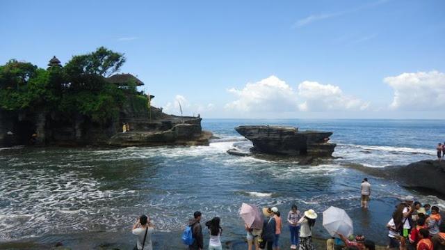 Menyusuri Pulau Dewata: Nikmati Deburan Ombak & Tari Kecak