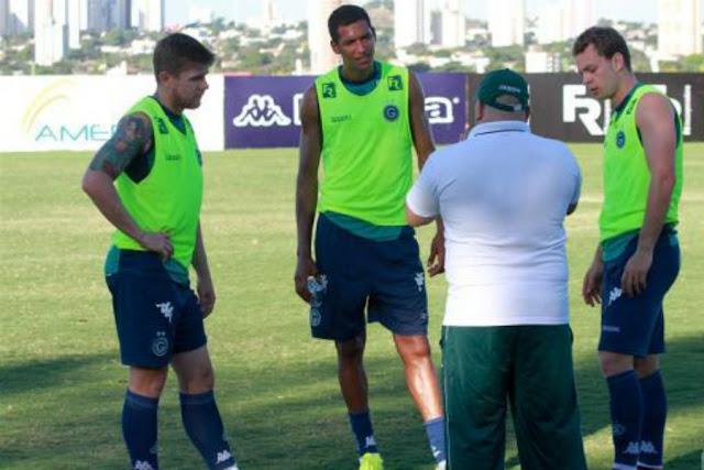 O técnico Julinho Camargo tenta retomar o caminho das vitórias no Goiás (Foto: Divulgação)