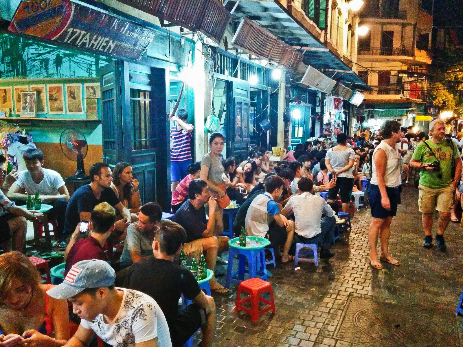 hanoi street food Spend the evening browsing for delicious vietnamese snacks in this guided  hanoi street food tour.