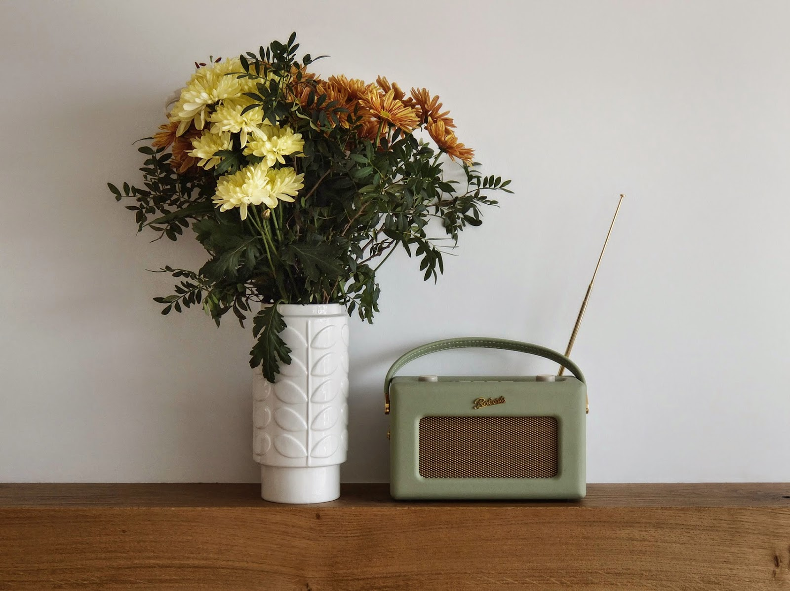Flowers, Radio, Retro Radio