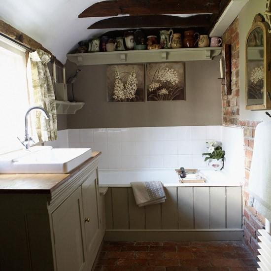Фото маленькой ванной комнаты в деревенском стиле