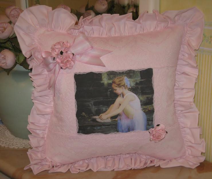 Cuscino rosa con bambina ballerina, rosa