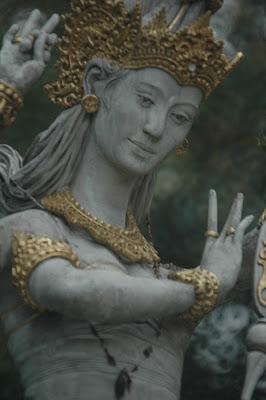 Patung Dewi Saraswati Keluarkan Air Mata Saat Gempa di Bali