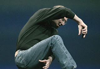 Steve Jobs demonstrates how some phones make you twist into a pretzel to get 4 barss