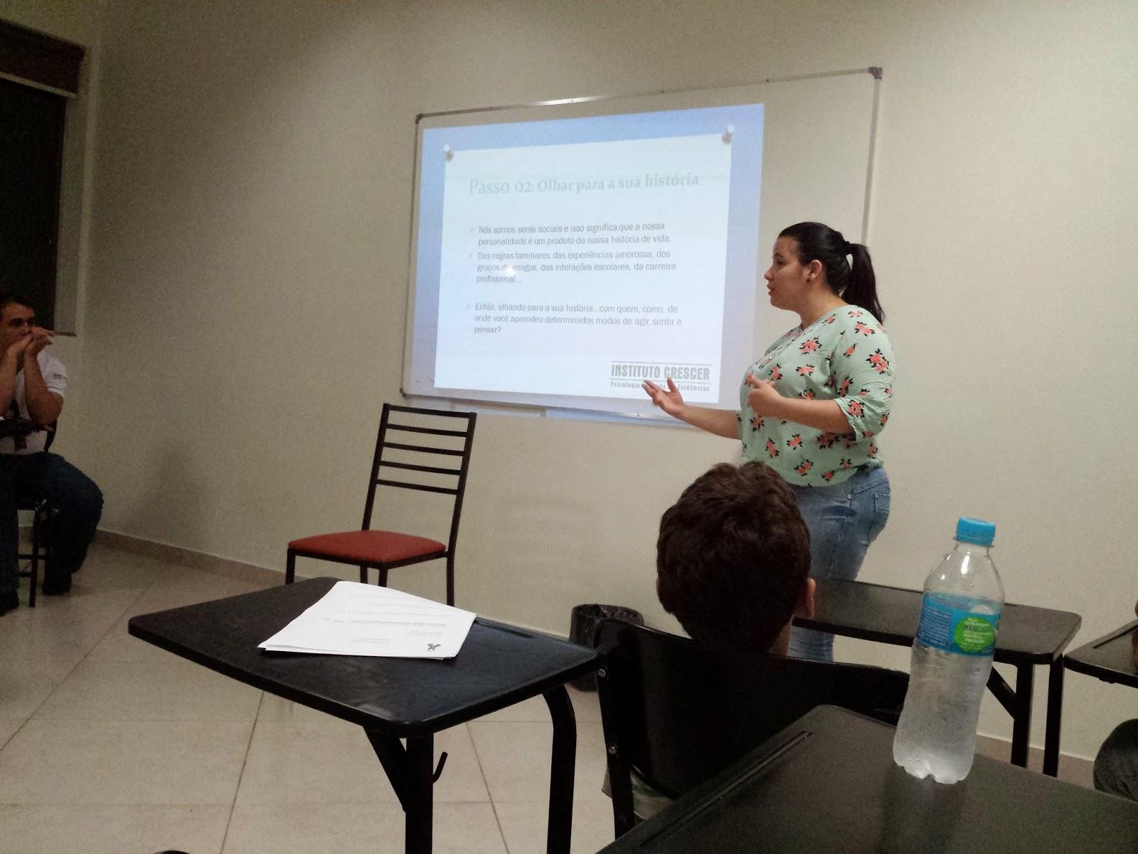 Psicóloga da Ello desenvolve ciclo de palestras na Associação Esperança Azul 5