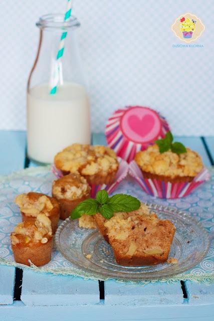 muffinki z jabłkami i kruszonką, muffinki z jabłkami, muffinki z jabłkami i rodzynkami, muffinki z jabłkami i owsianą kruszonką, muffinki szarlotkowe