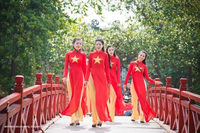 Hình ảnh đẹp áo dài đỏ sao vàng