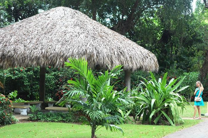 Bom Diaaa!! Hoje mostro-vos o Look que usei no nosso terceiro dia na República Dominicana (Punta Cana). Para jantar, escolhi este vestido giríssimo da nova colecção da Mango. Look do dia/Outfit. Azul-turquesa, dourado, bronze. Dicas de Moda e Imagem. Style Statement. Blog de moda portugal. Primavera-Verão 2015, tendências. Viagens, travels.