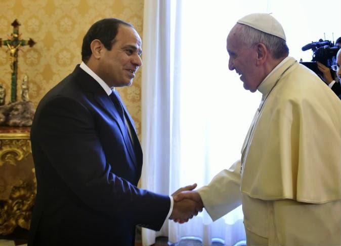شاهد ماذا حصل بين بابا الفاتيكان و عبد الفتاح السيسي و لم تلتقطه الكاميرا