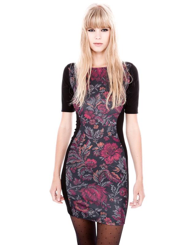 dar kesim yarım kol çiçekli arkası siyah dekolteli elbise