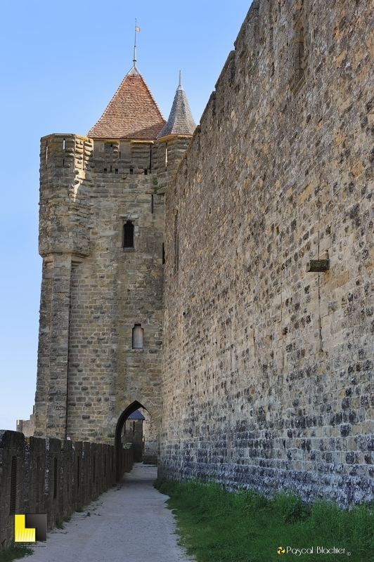 Tour carrée de Carcassonne en protection des lices et de la porte de l'Aude photo pascal blachier