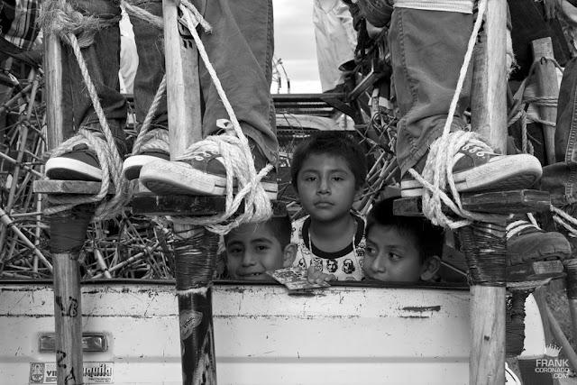 niños en fistas de zaachila oaxaca