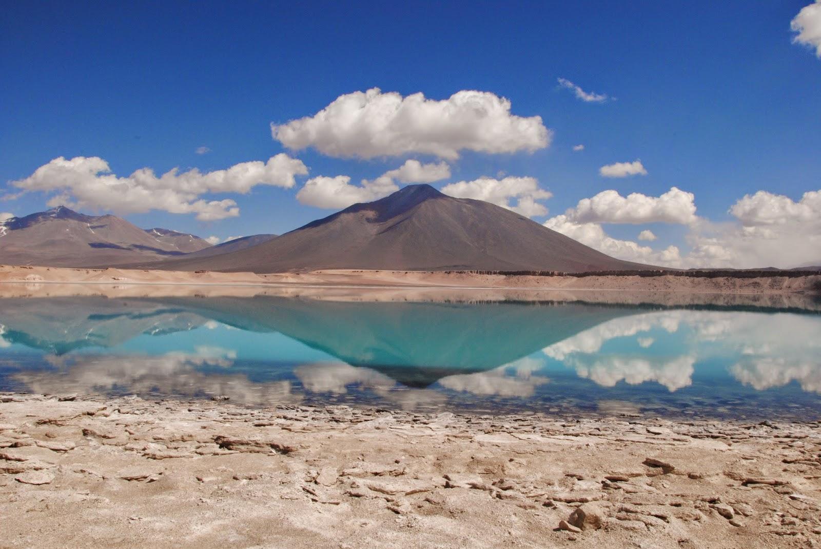 Laguna Verde, reflet sur l'eau turquoise - Chili