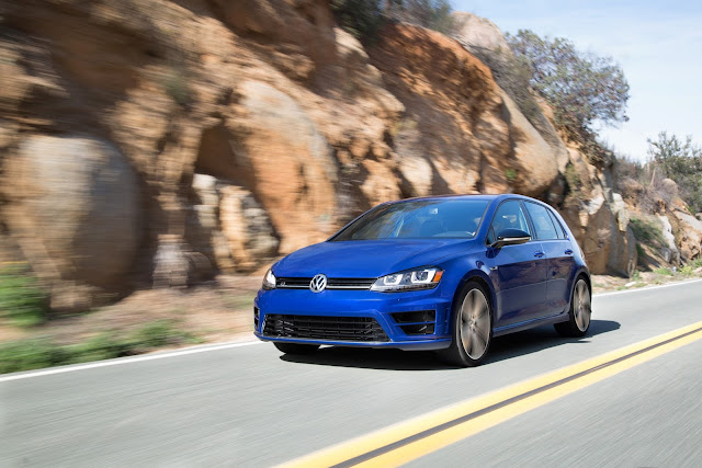 Front 3/4 view of 2015 Volkswagen Golf R