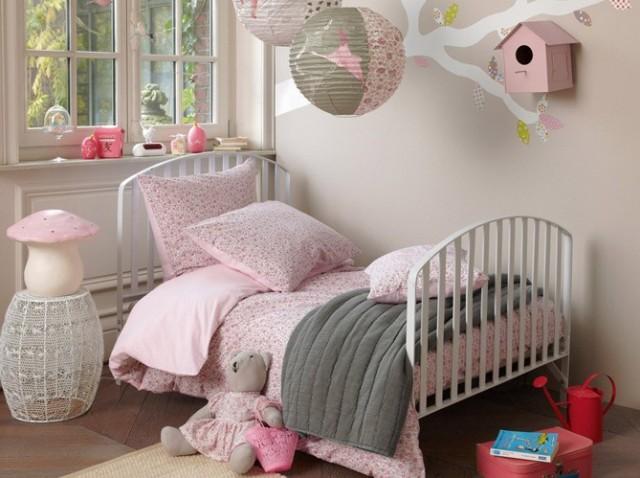 Linda habitaci n para una ni a de color rosa decorar tu for Stickers habitacion nina