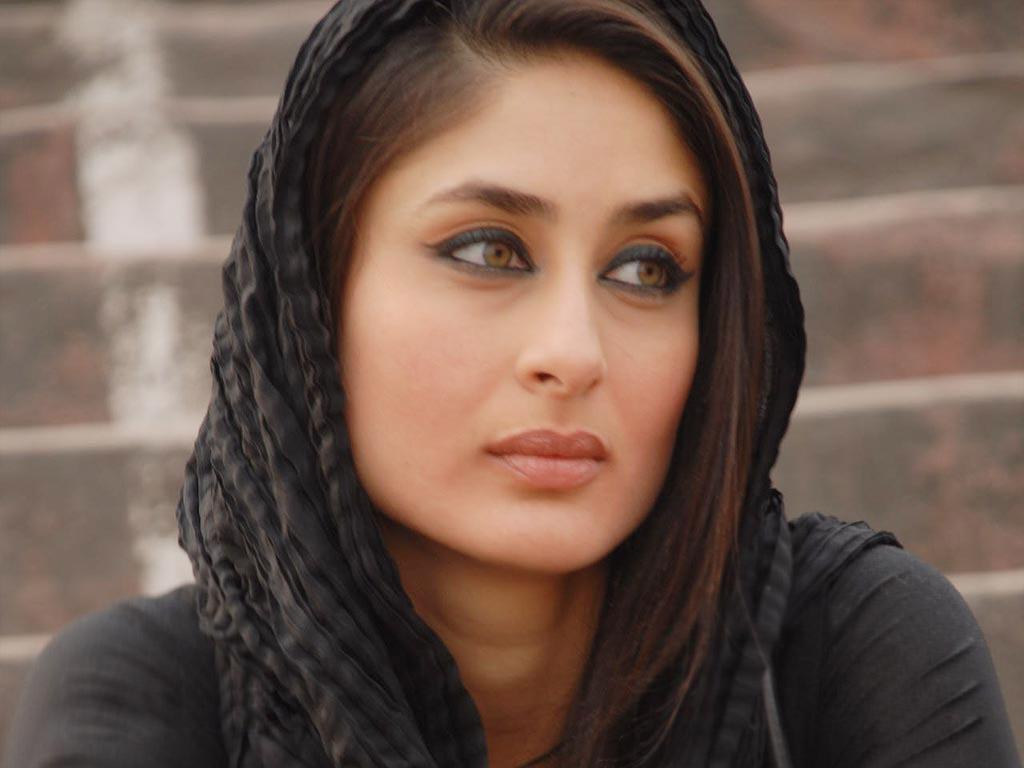 http://2.bp.blogspot.com/-sJBYtAabYng/UCnSmLv1tcI/AAAAAAAAI0o/7b0ea_CjGTk/s1600/Kareena+Kapoor+HD+Wallpapers+%284%29.jpg