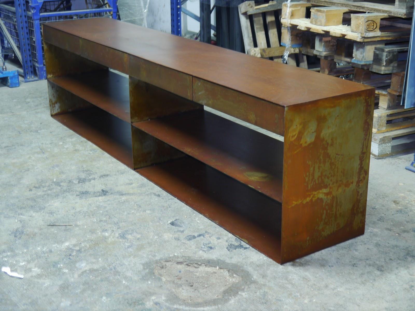Mesas y sillas en metal de estilo industrial en hierro y - Muebles de madera y hierro ...