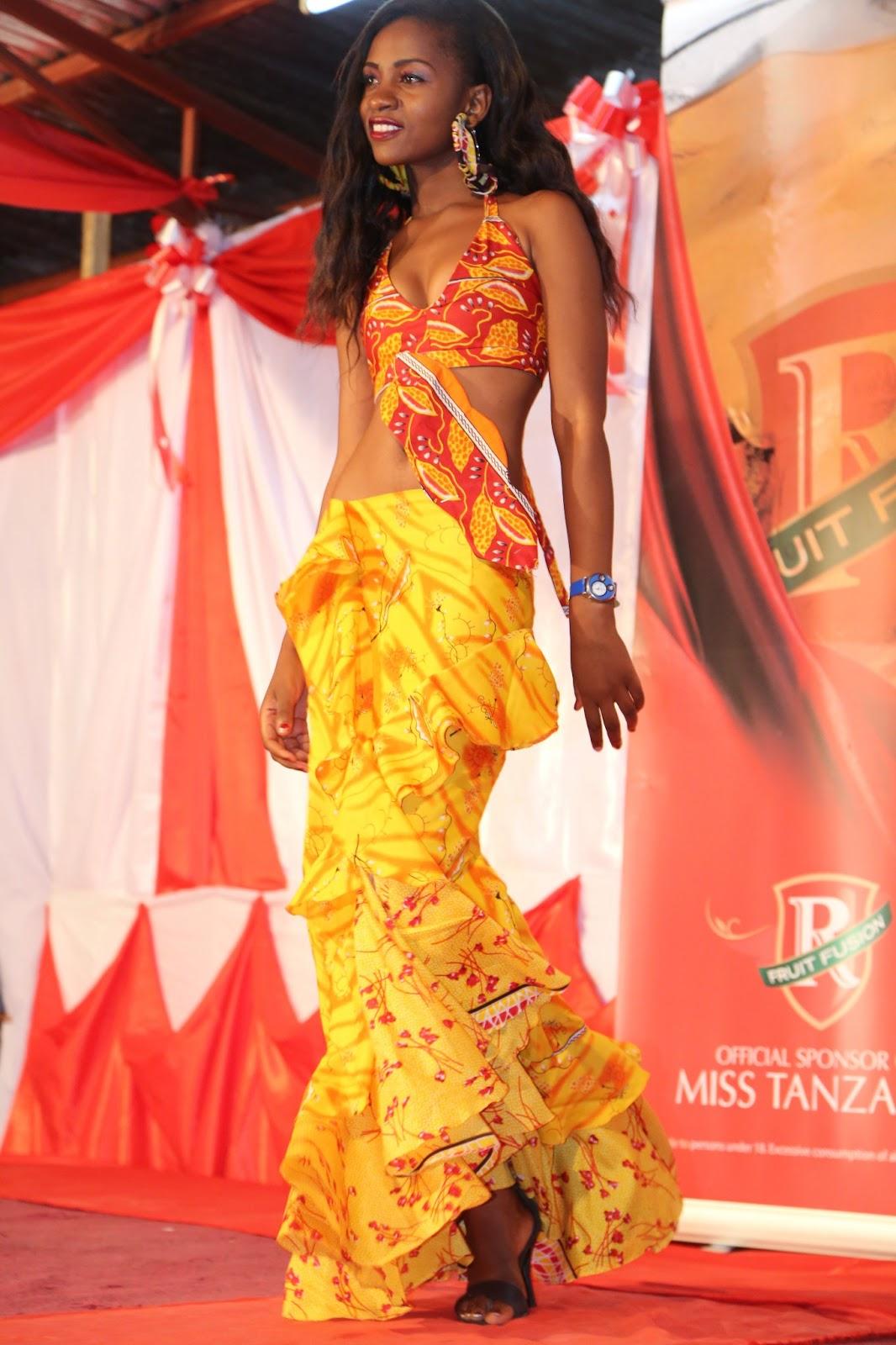 TASWIRA MBALIMBALI KATIKA KINYANG'ANYIRO CHA MISS TABORA 2013