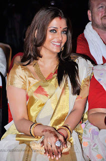 http://2.bp.blogspot.com/-sJXaWTR-hFw/TVN5Tw_C4LI/AAAAAAAAHFE/Daz-82YRxCs/s320/Aishwarya+Rai+Elegant+Look+In+Saree_08.jpg
