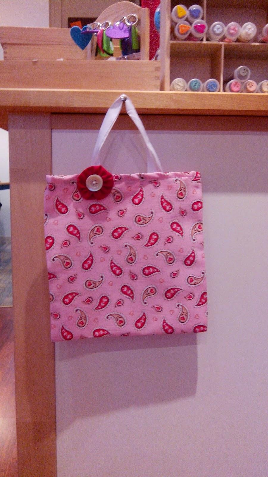 Couture en atelier sac tote bag rose et fleur rouge