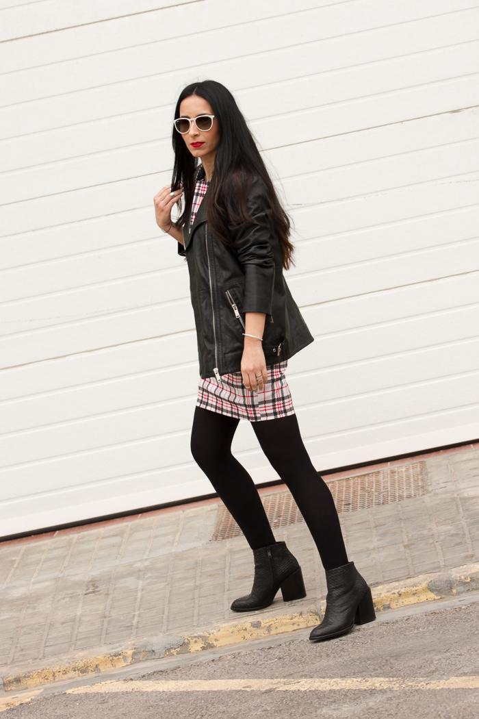 Blogger de moda y belleza de Valencia con estilo urbano chic femenino