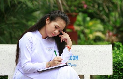 Diễn viên nhí Tam Triều Dâng xinh xắn với áo dài 10