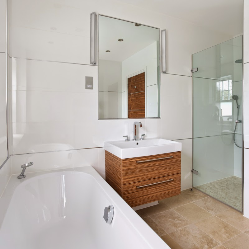 Basic bathroom suite