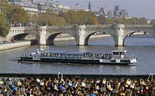 المنطقــــة بالفعل سياحية لكن الحب افسدها !!!!!!!!!