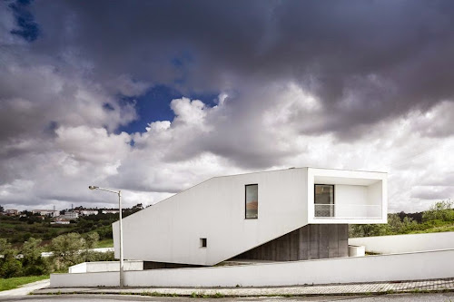 Vidigal House by Contaminar Architects