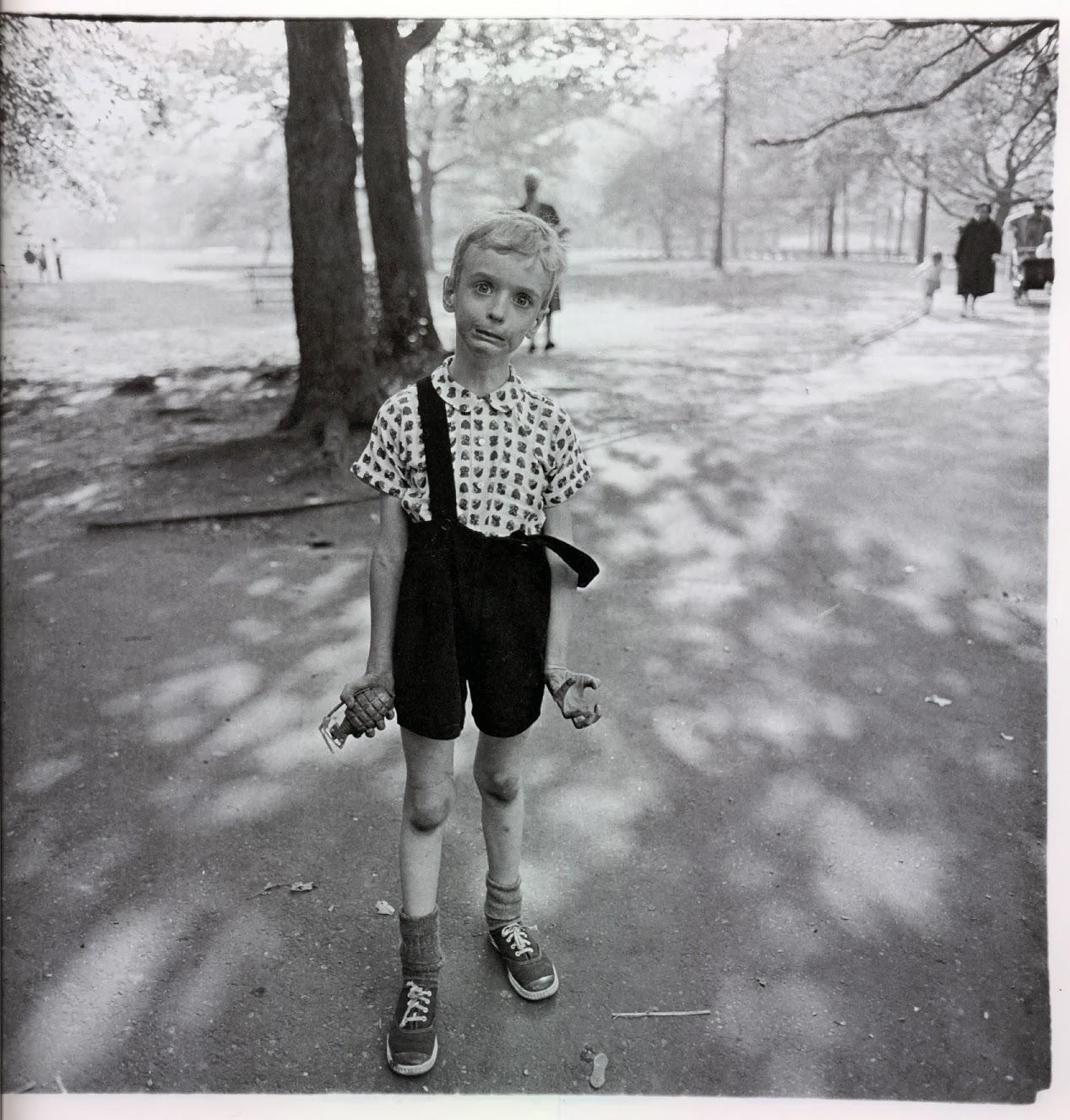 Dečak sa ručnom granatom u Central Parku, 1962