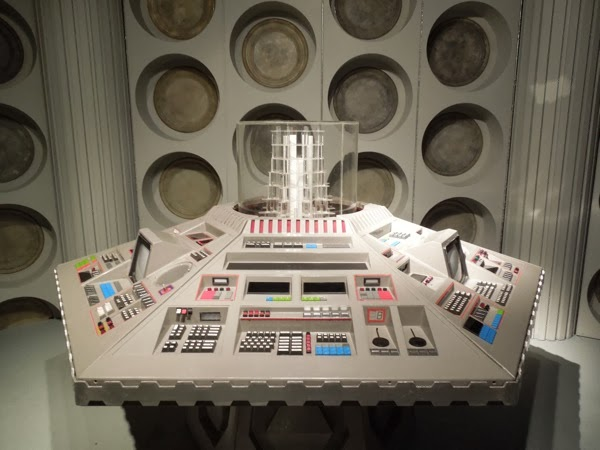 Doctor Who 80s TARDIS control room interior