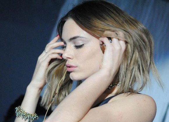 Peinados Emilia Attias DJ rubio miel