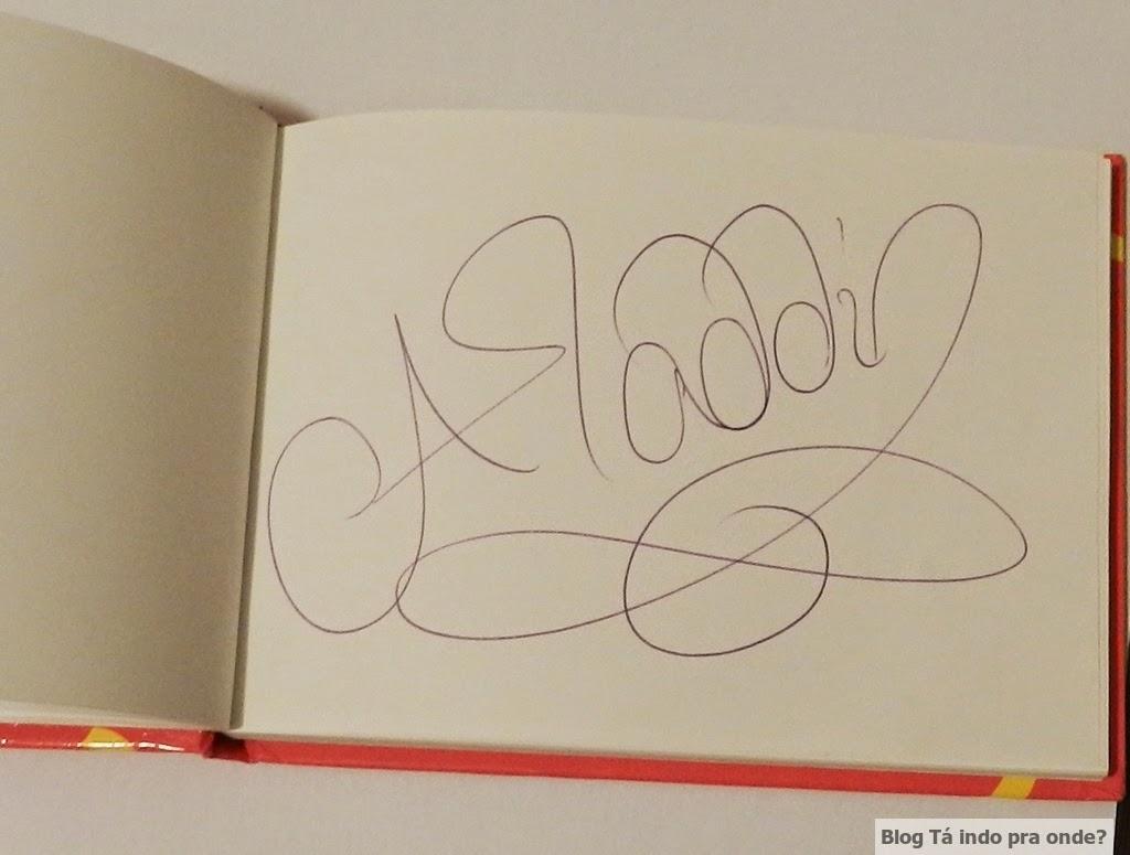 caderno com autógrafos dos personagens da Disney
