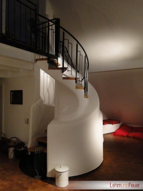 Интерьер с лестницей